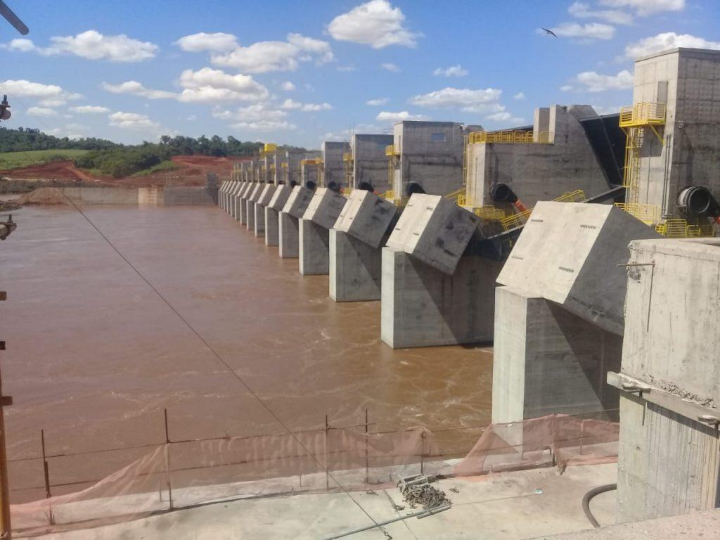 barragem da UHE Baixo iguaçu ainda em obra