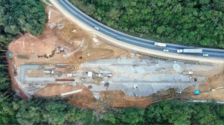 Obra de construção da segunda Área de Escape da BR-376